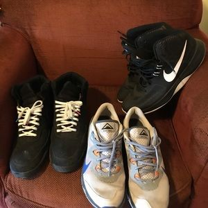3 pairs of Nike shoes